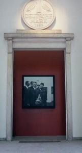 4 Hans Haacke Germania, 1993 Eingang Deutscher Pavillon a